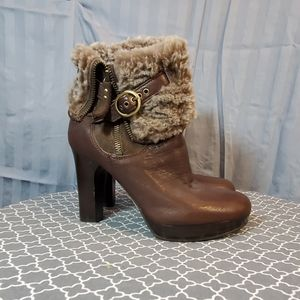 💛new UGG brown heeled boots size 6